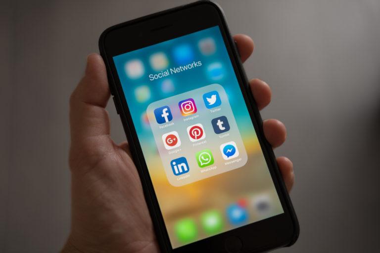 Les fondamentaux de la communication d'entreprise sur les réseaux sociaux: Facebook, Linkedin, Twitter